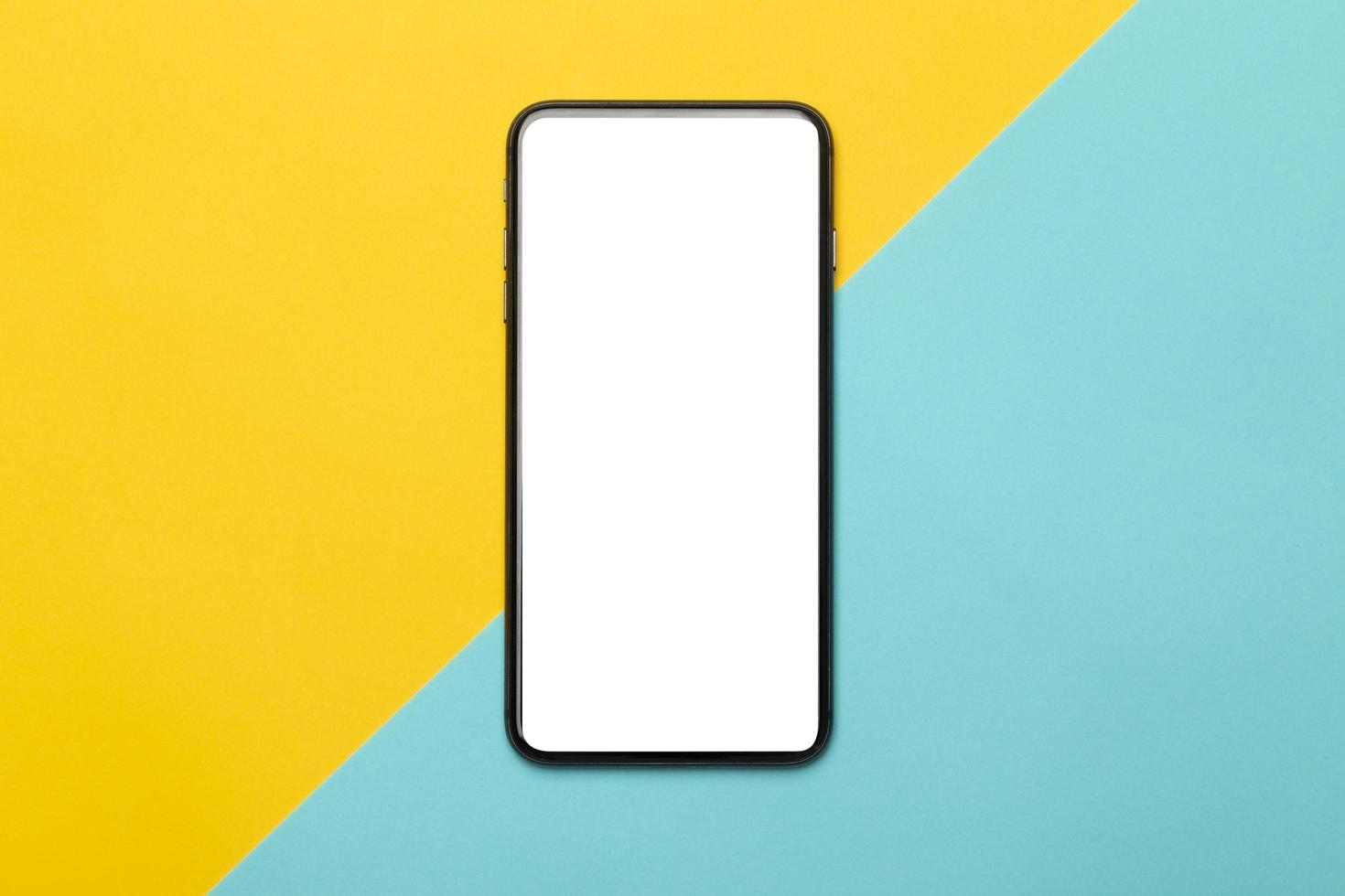 Smartphone auf gelbem und blauem Hintergrund foto