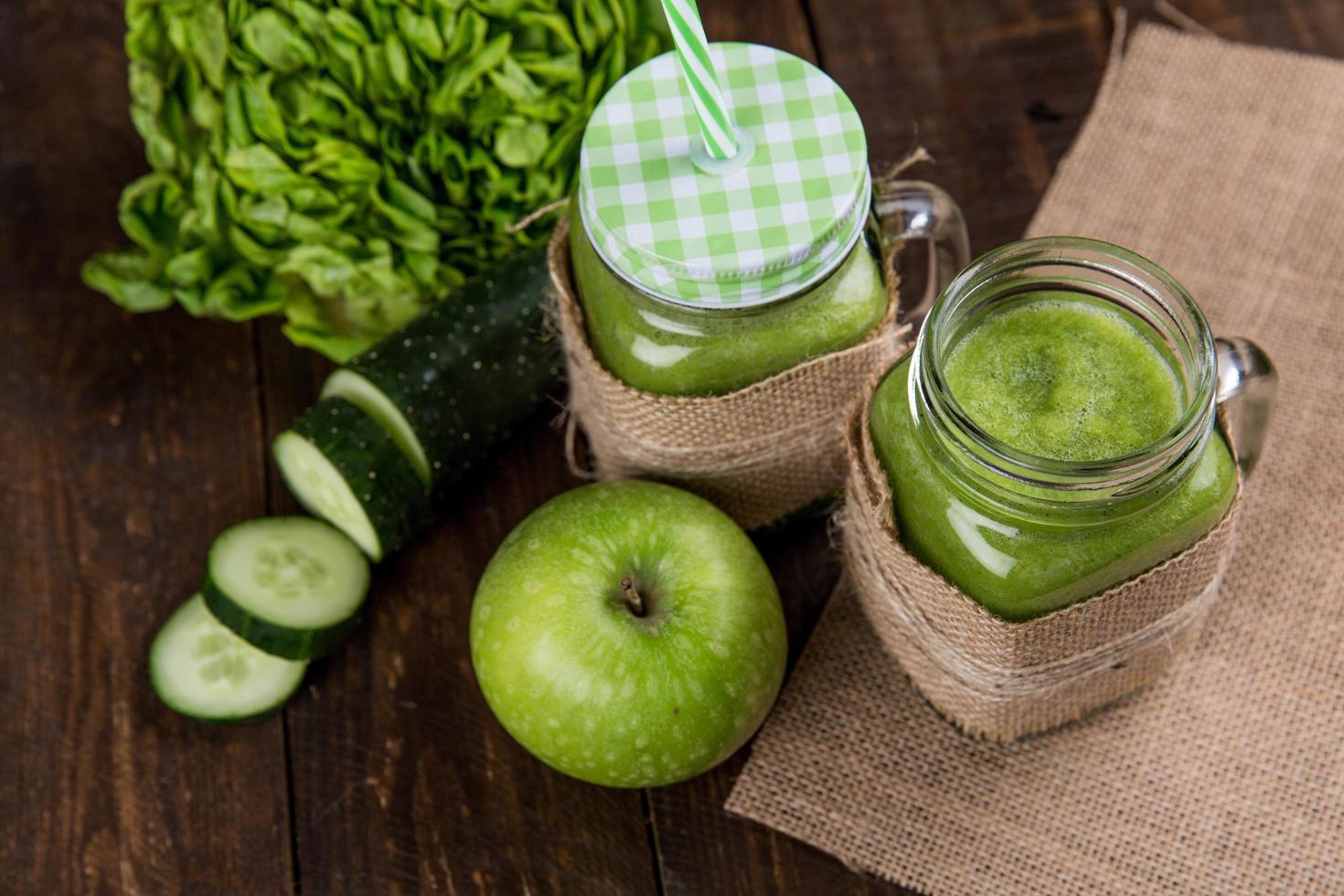 grüne Smoothies, Seitenwinkel foto