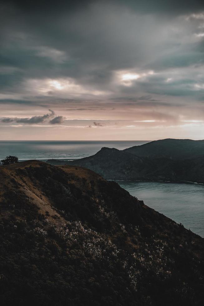 Berge im Meer foto