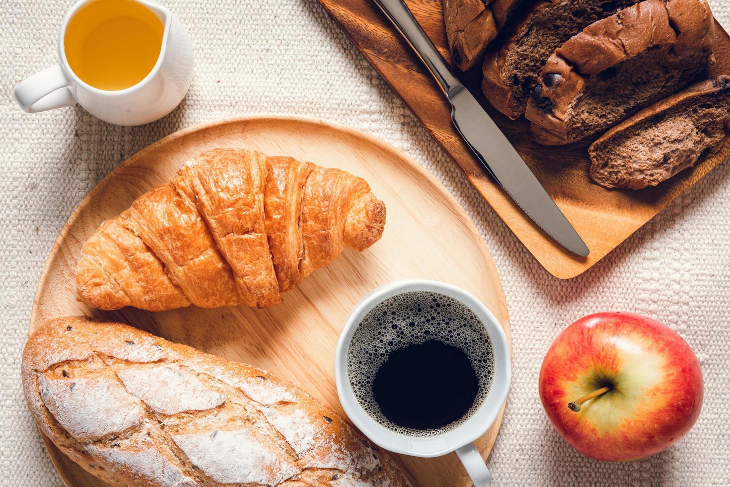 Draufsicht auf Frühstück verteilt foto