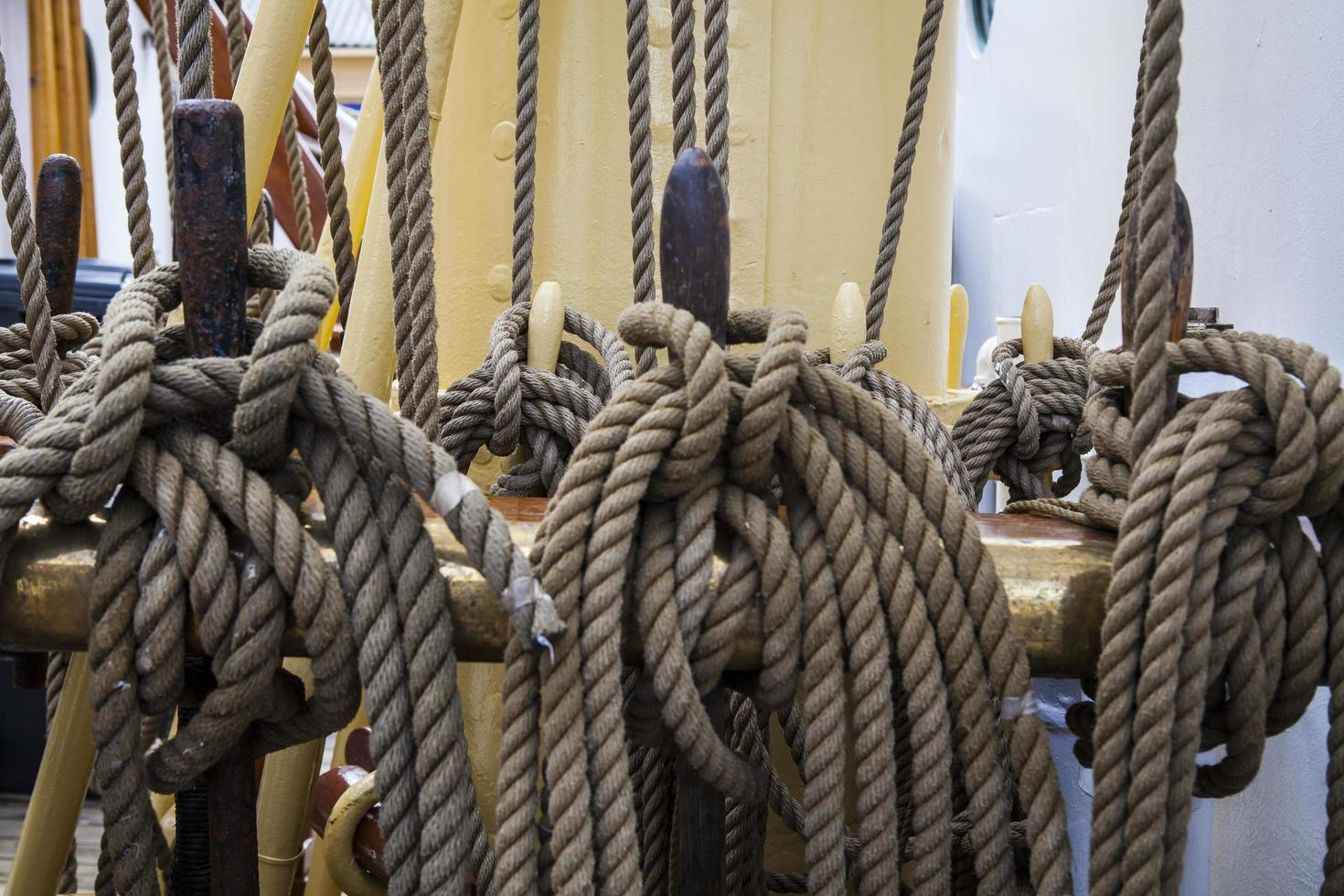 Kabelseil auf dem Boot foto
