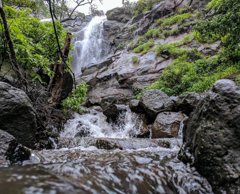 Wasserfall von unten foto