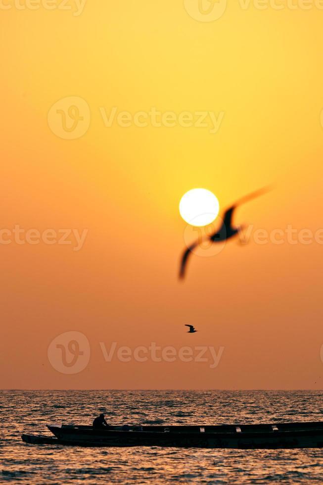 Sonnenuntergang im westafrikanischen Strand foto