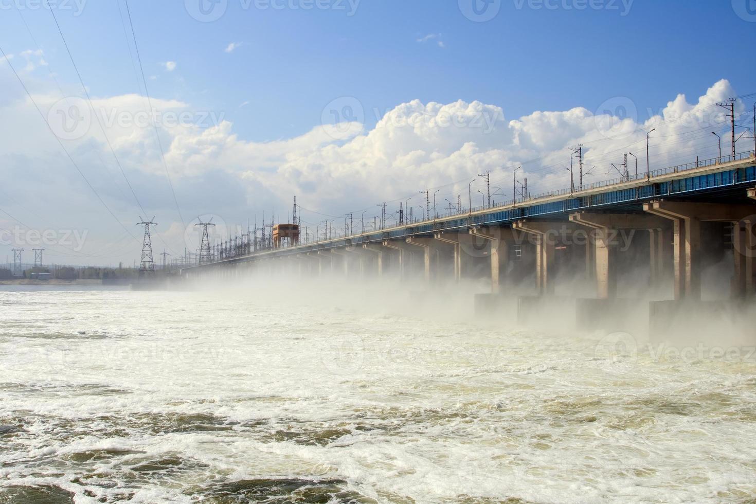 Wasserrückstellung im Wasserkraftwerk foto