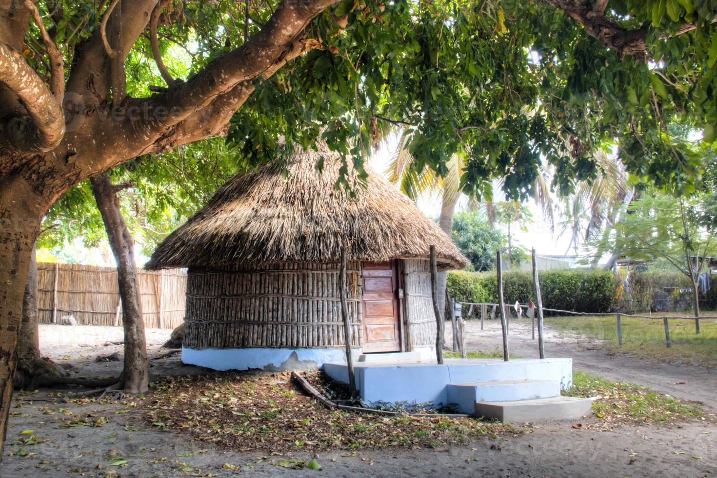 typische Hütte in Vilanculos in Mosambik foto