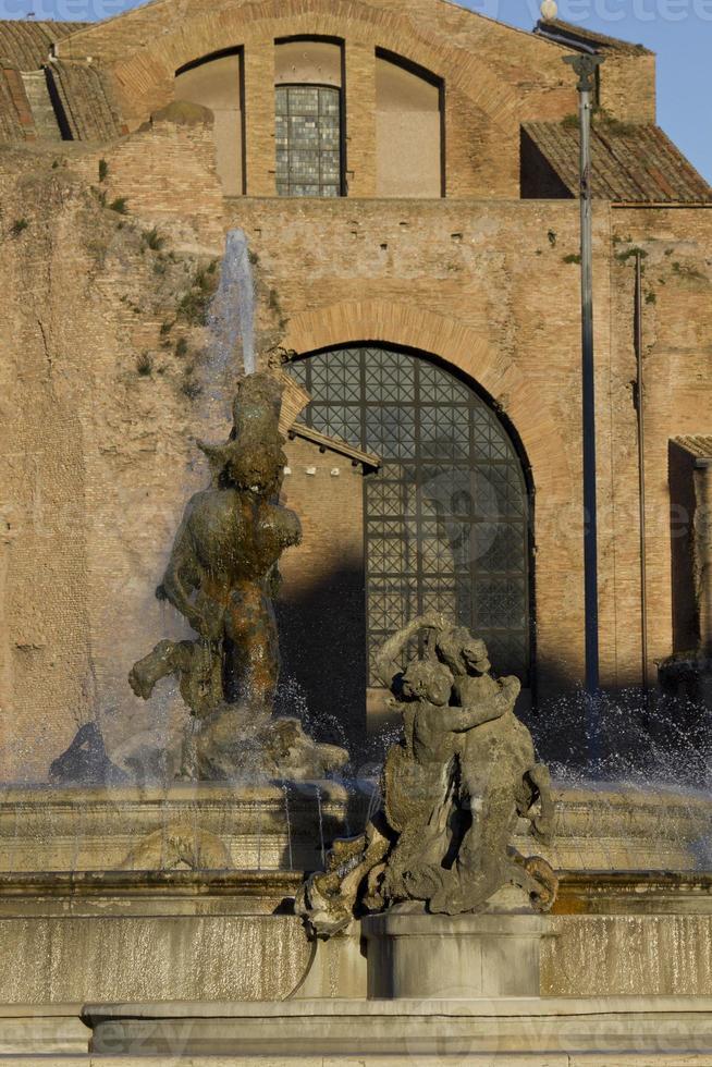 Brunnen auf der Piazza della Repubblica in Rom foto