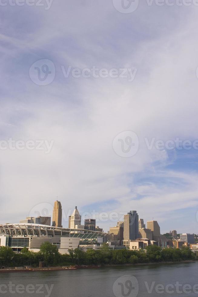 Skyline der Innenstadt von Cincinnati River foto