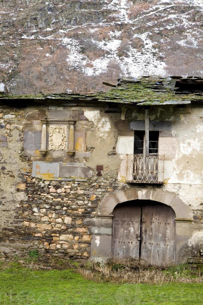 alter xviii Jahrhundertpalast in der Winterzeit. foto