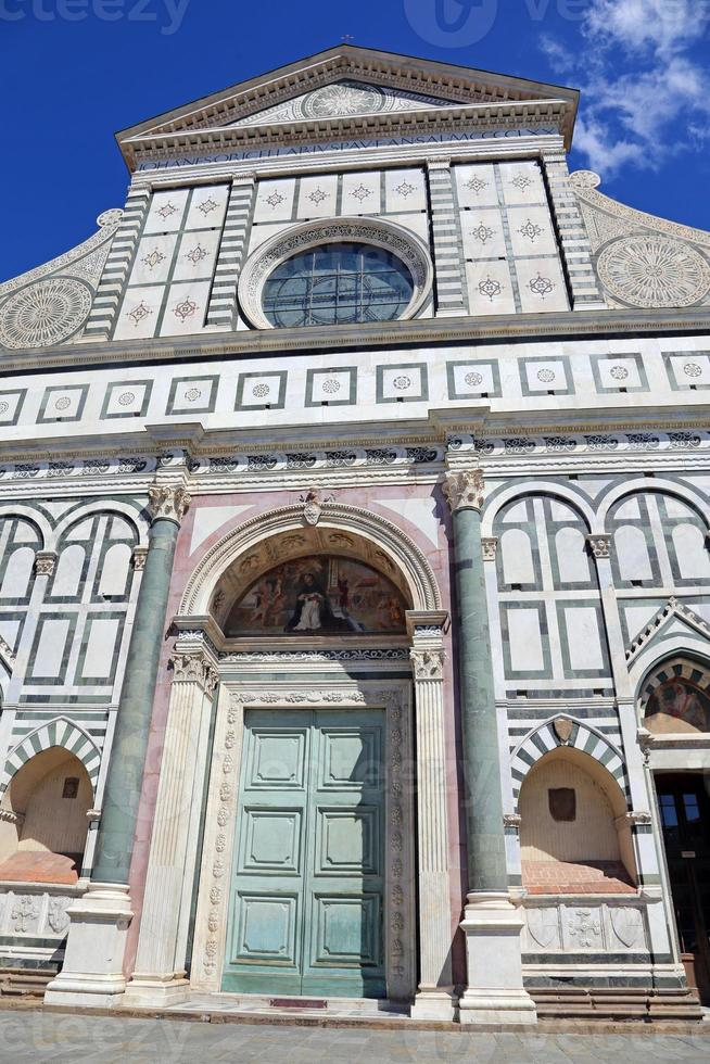 Florenz dekorierte Fassade der alten Kirche foto