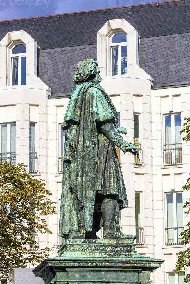 beethoven-denkmal am münsterplatz in bonn foto