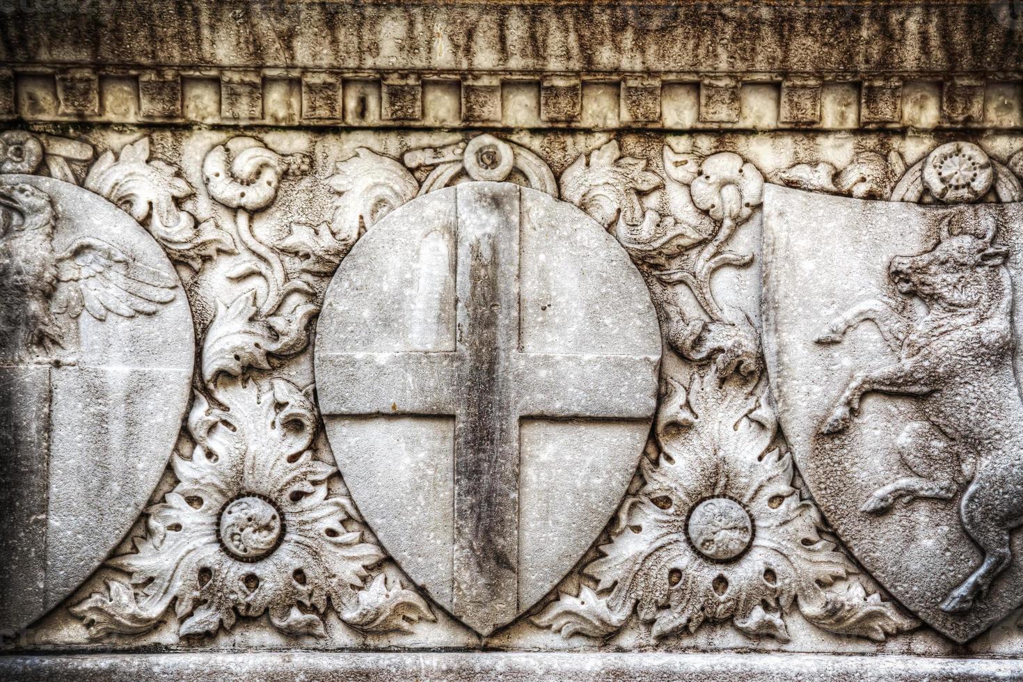 Nahaufnahme des Flachreliefs in Santa Croce foto