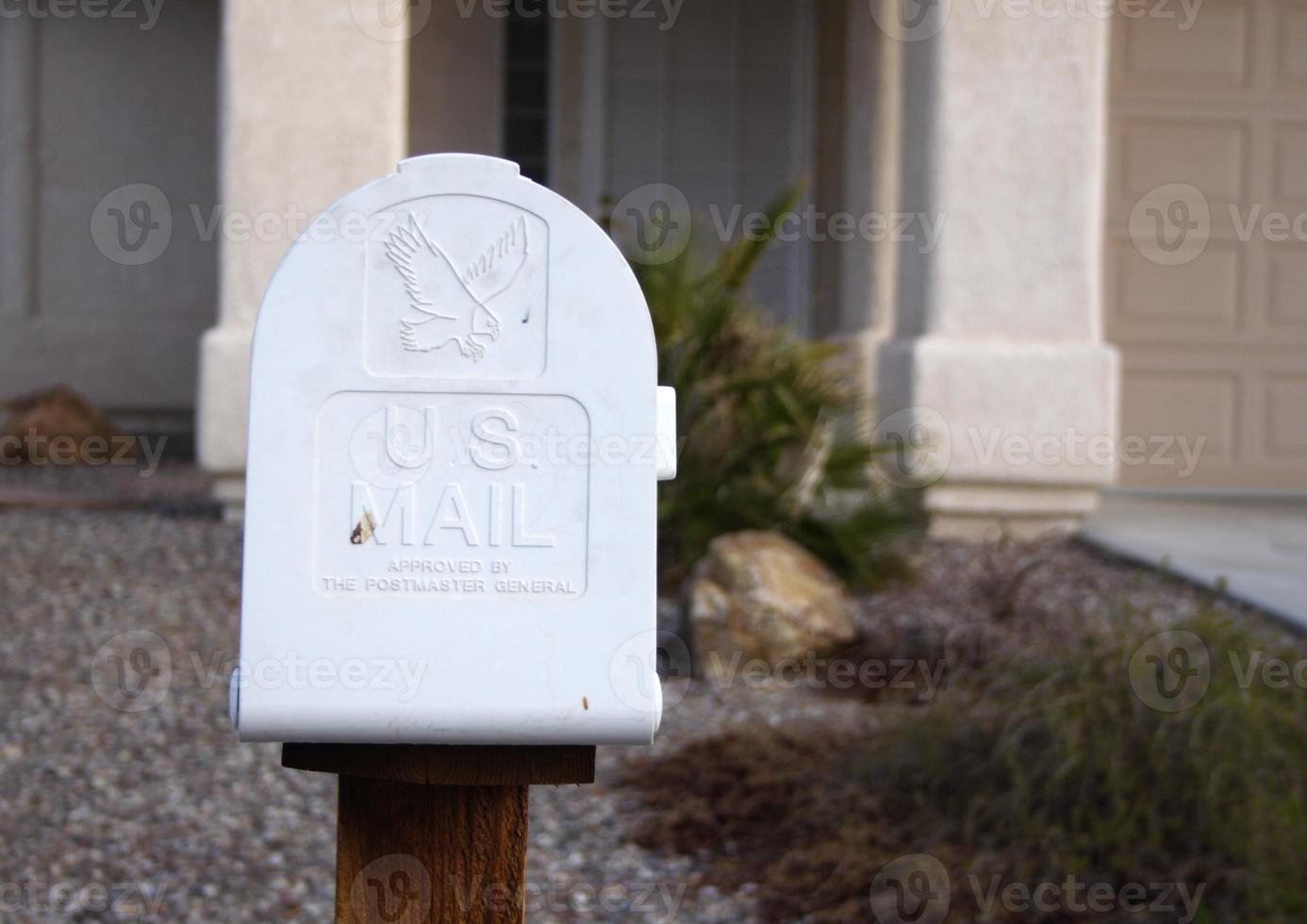 Briefkasten vor dem Haus foto