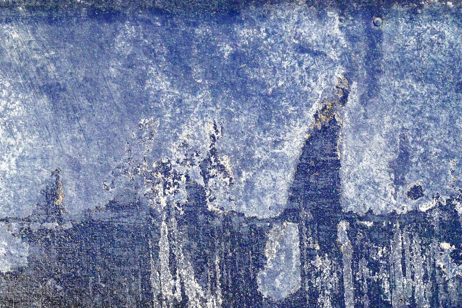 heisere, zerkratzte und geschälte Oberfläche mit blauer und weißer Farbe foto