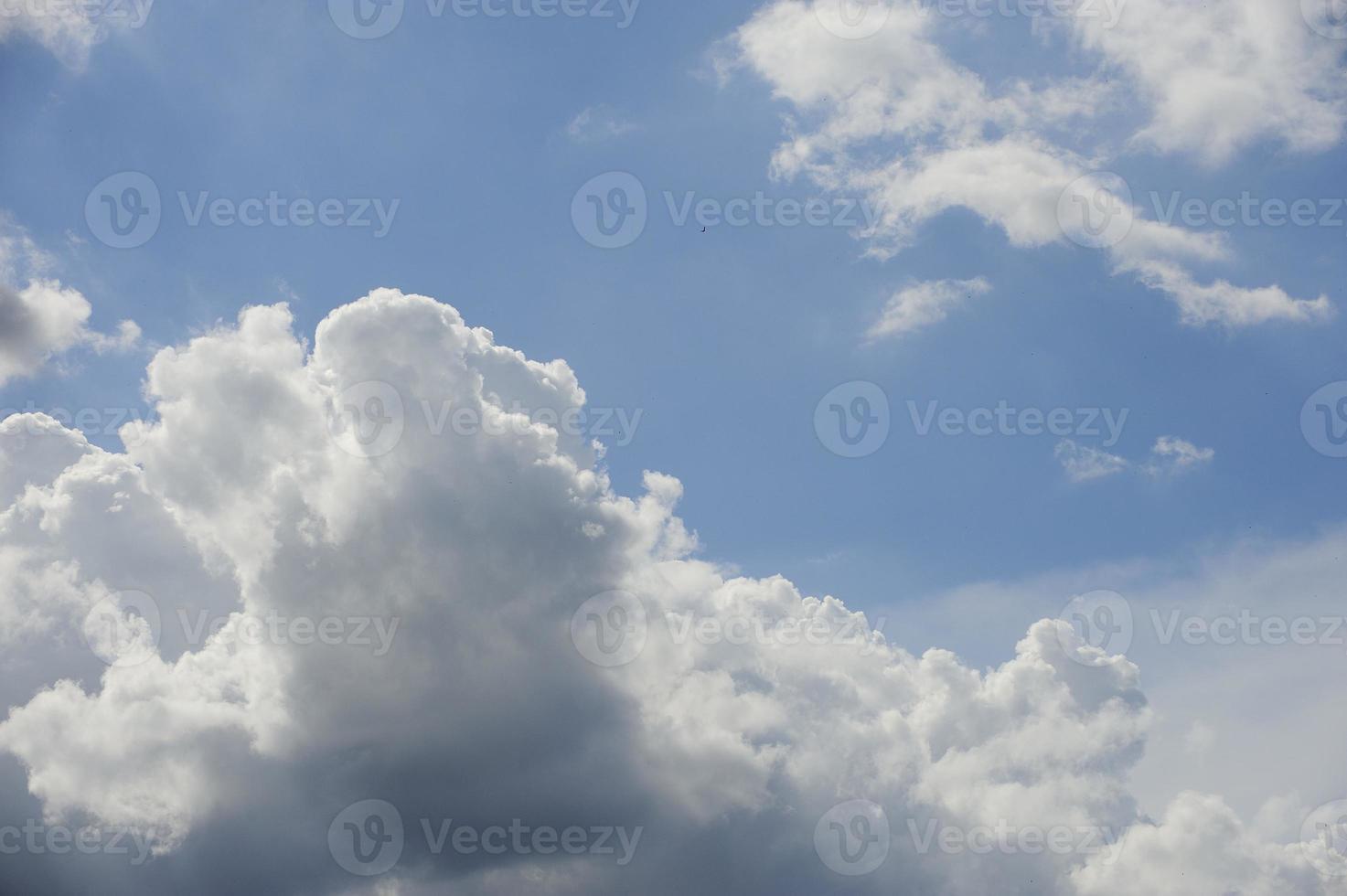 Himmel und Wolken foto