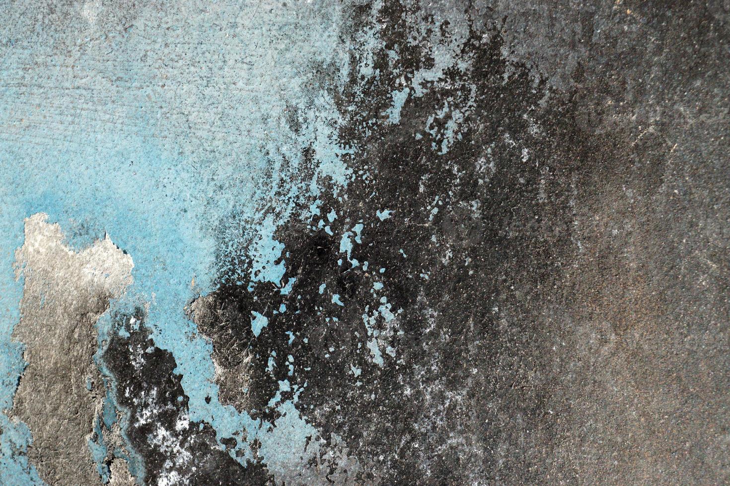 heisere, zerkratzte und geschälte Oberfläche mit blauer und schwarzer Farbe foto