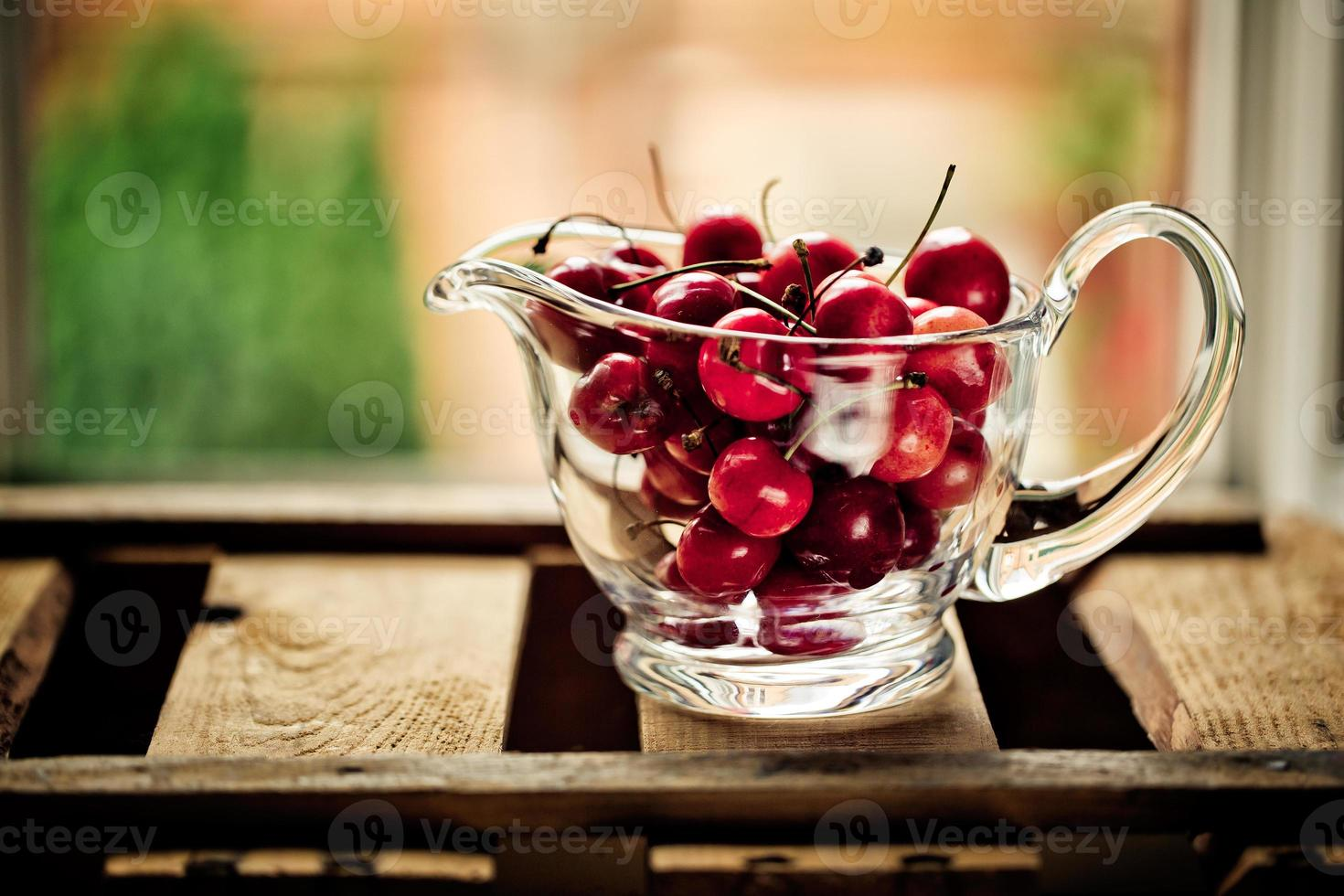 Kirschen in Glasschüssel foto