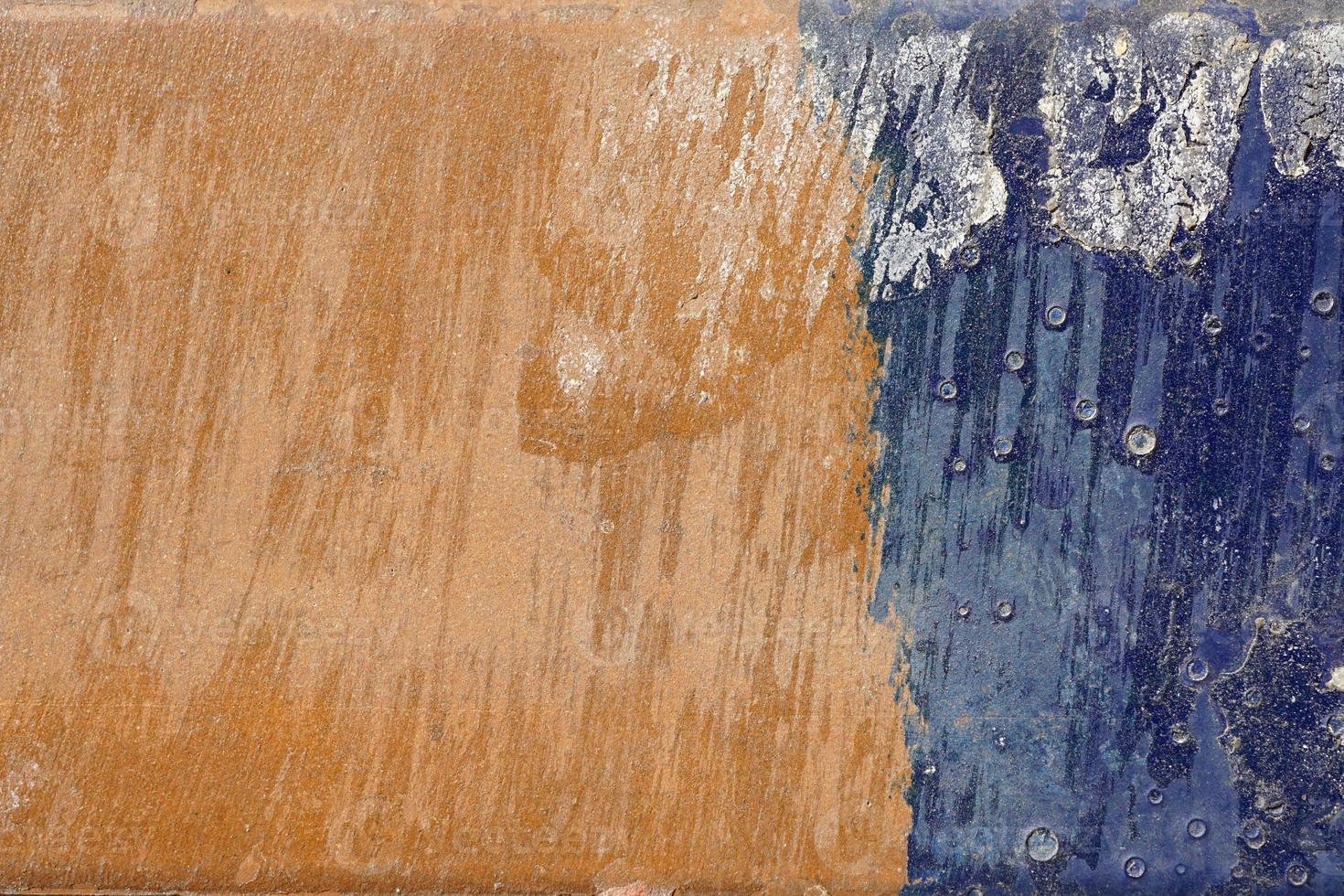 heisere, zerkratzte und geschälte Oberfläche mit blauem und gelblichem Bro foto