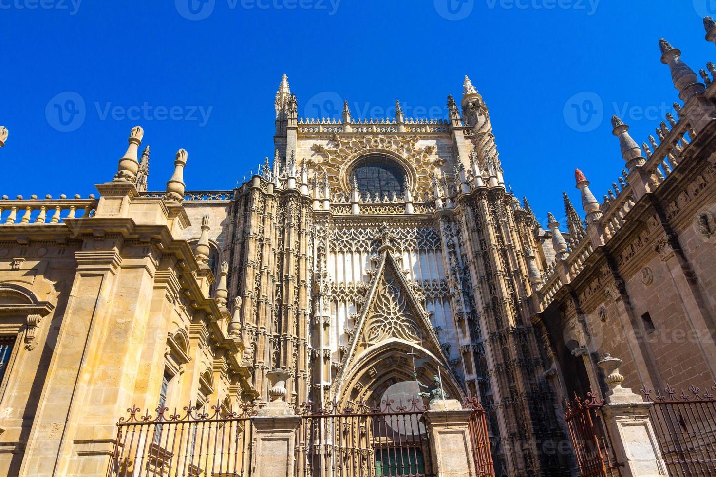 Details der Fassade der Kathedrale Santa Maria La Giralda foto