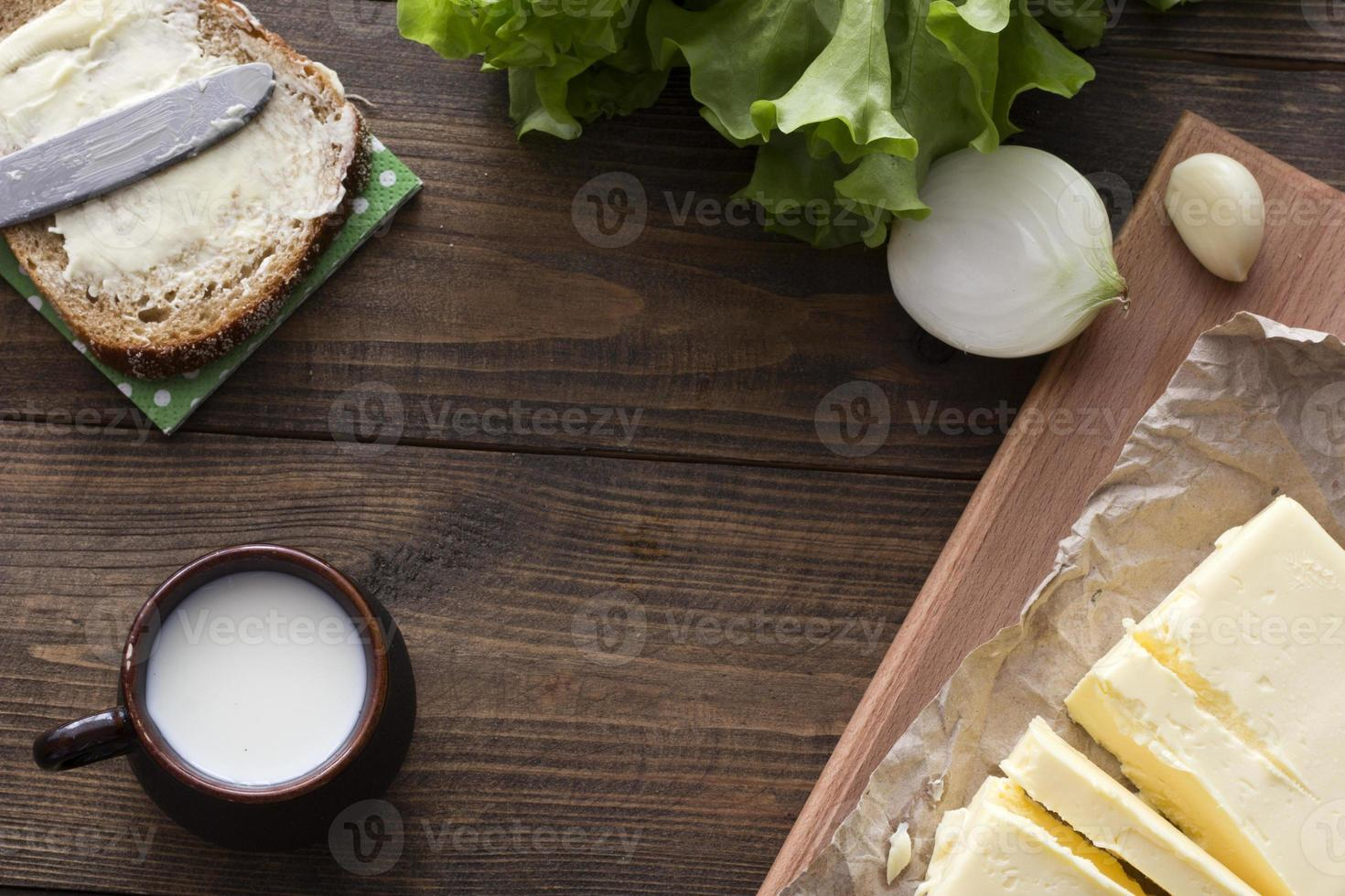 Milch, Sandwich, Gemüse, Butter foto