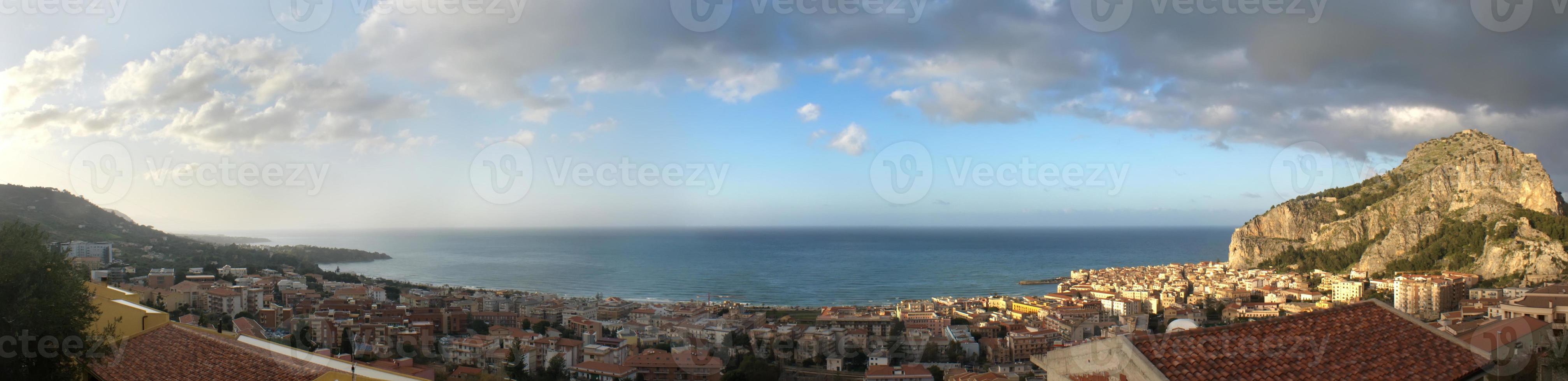 Panoramablick auf den Cefalu foto