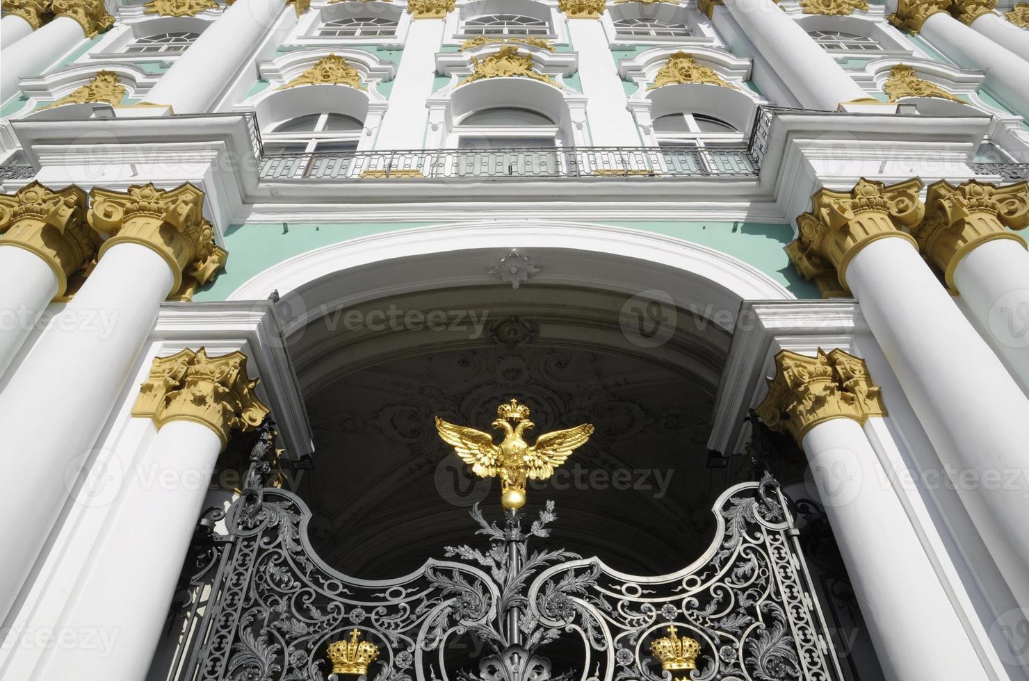 frontalansicht, winterpalasttore, st. Petersburg, Russland foto