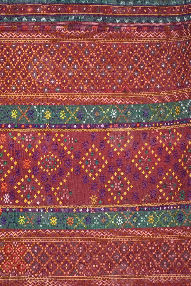 bunte thailändische Seidenhandarbeit organisch unter Verwendung der natürlichen Farbstoffe Nahaufnahme foto
