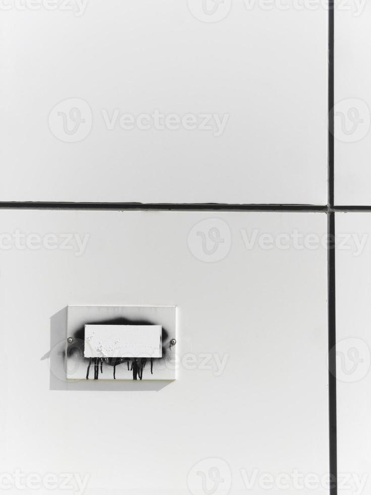 graue Metalloberfläche mit rechteckiger Stelle für textabstrakten Rücken foto