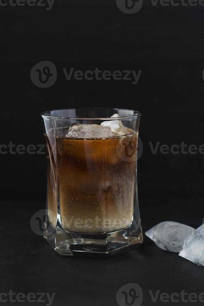 Eiskaffee mit Eiswürfeln. foto