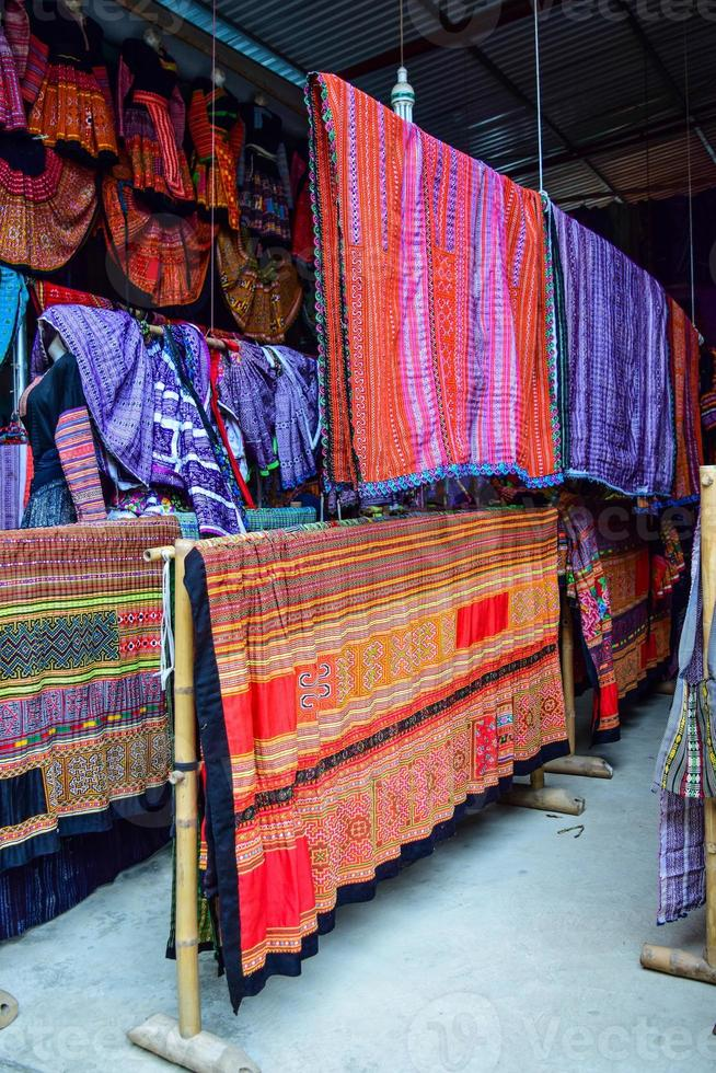 handgemachte tischdecken von hmong ethnisch aus vietnam foto