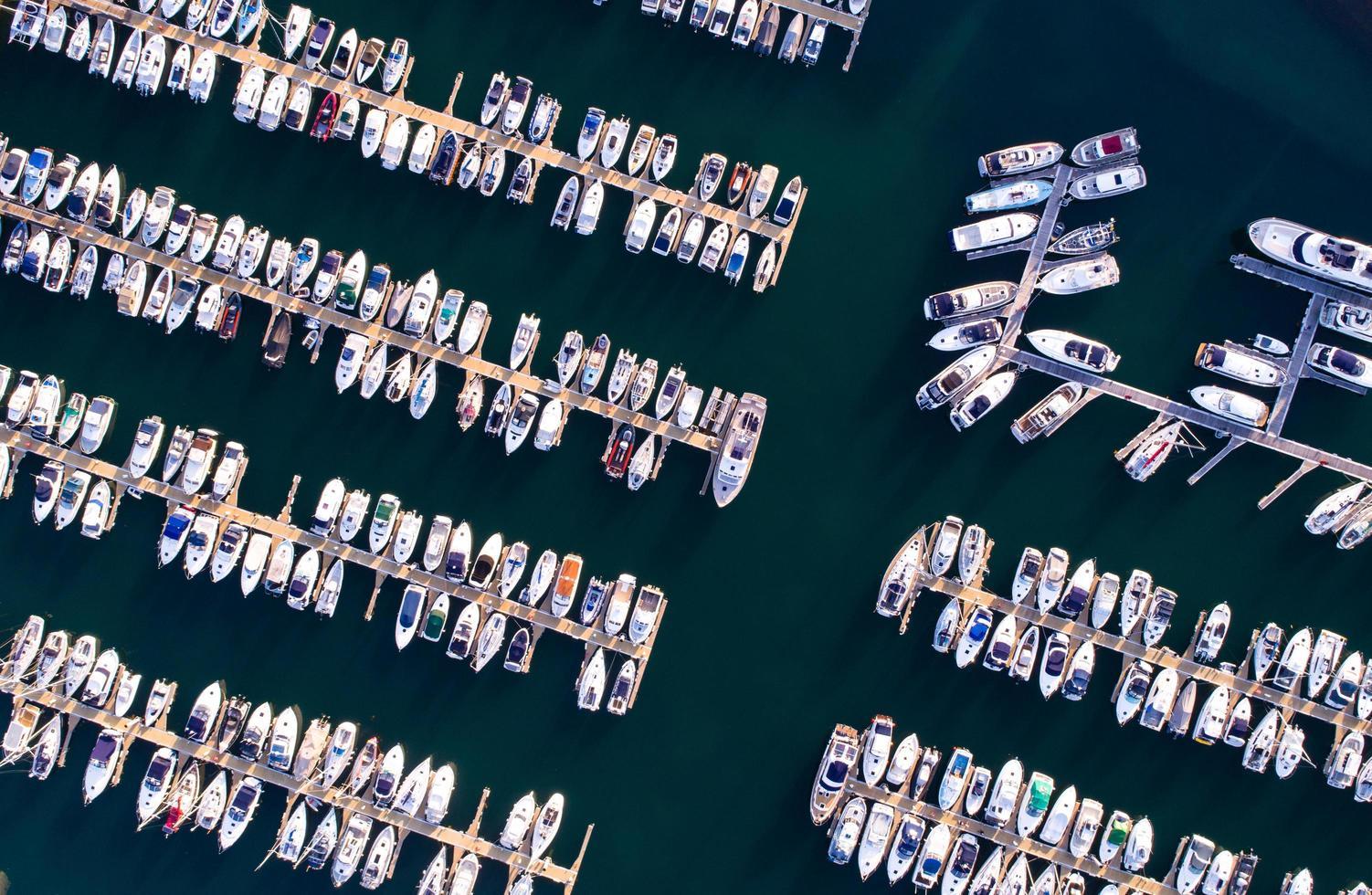 Vogelperspektive des Seehafens foto