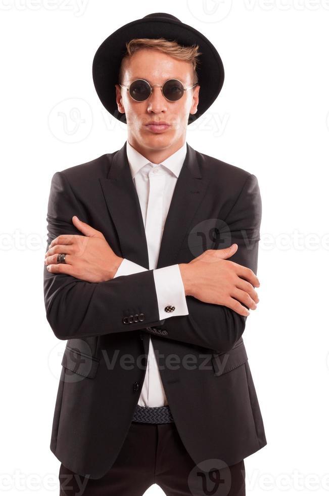runde Sonnenbrille und ausgefallener Hut foto
