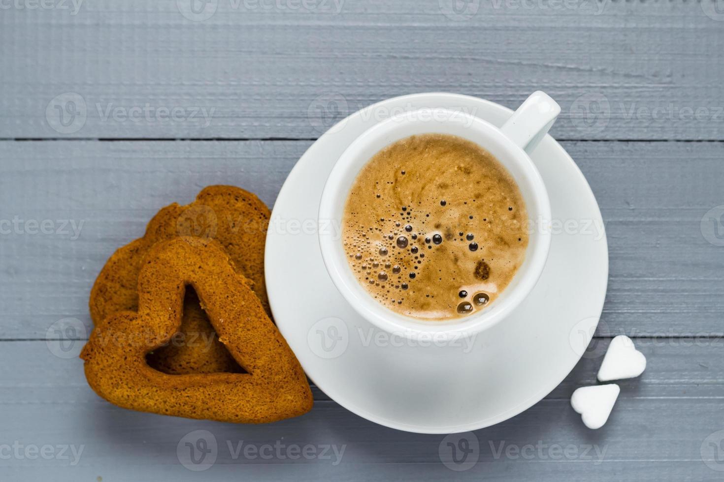 Valentinstag Tasse Kaffee Bretter Zuckerwürfel Kuchen Herz foto