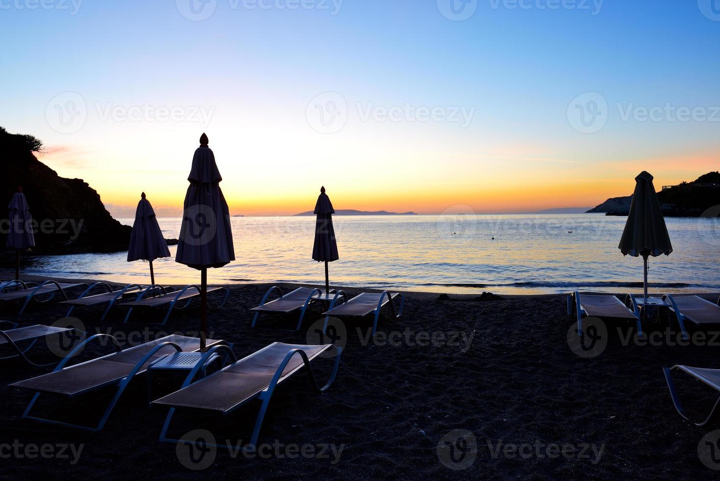 Sonnenaufgang und Strand im Luxushotel, Kreta, Griechenland foto