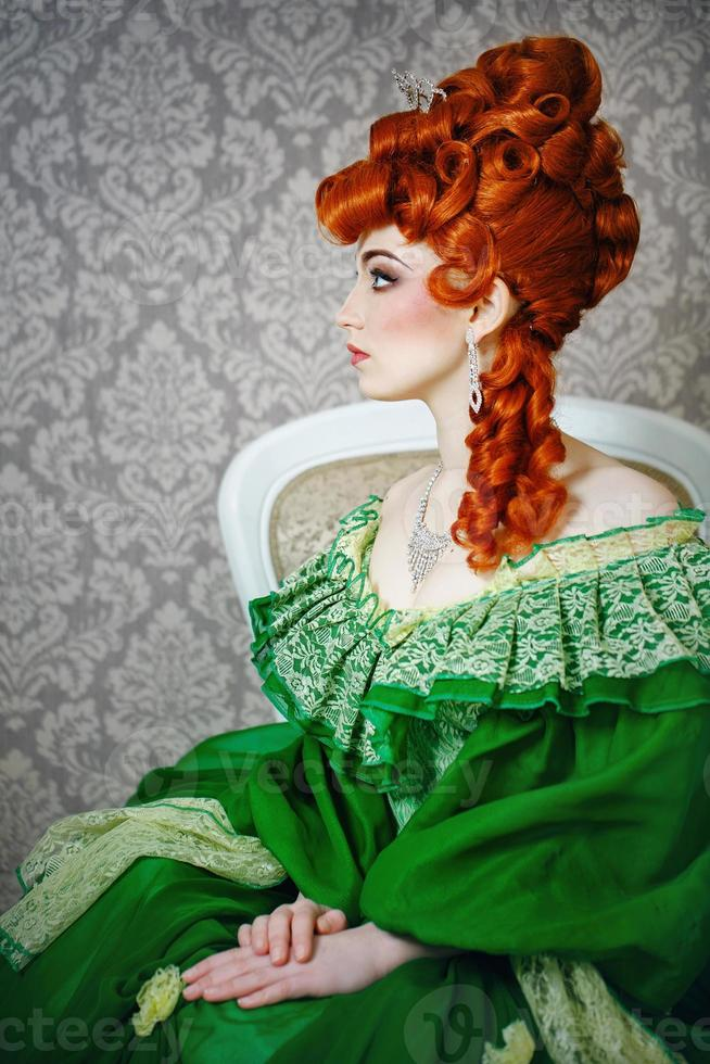 Prinzessin in prächtigem grünem Kleid foto