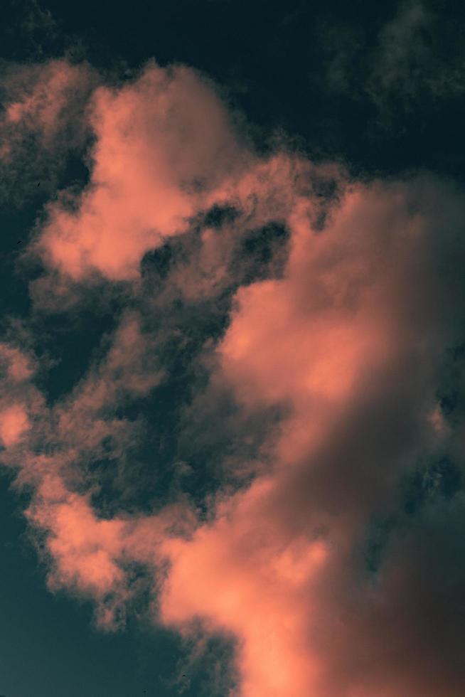 leuchtend rosa Wolken foto
