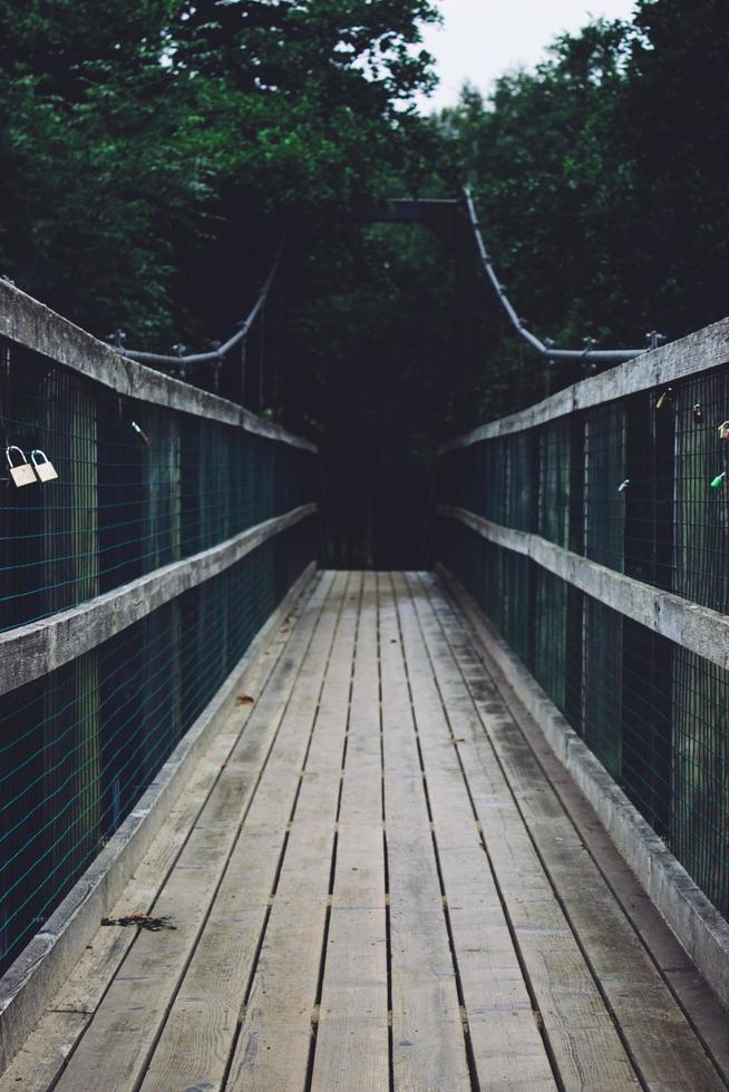 leere Holzbrücke foto