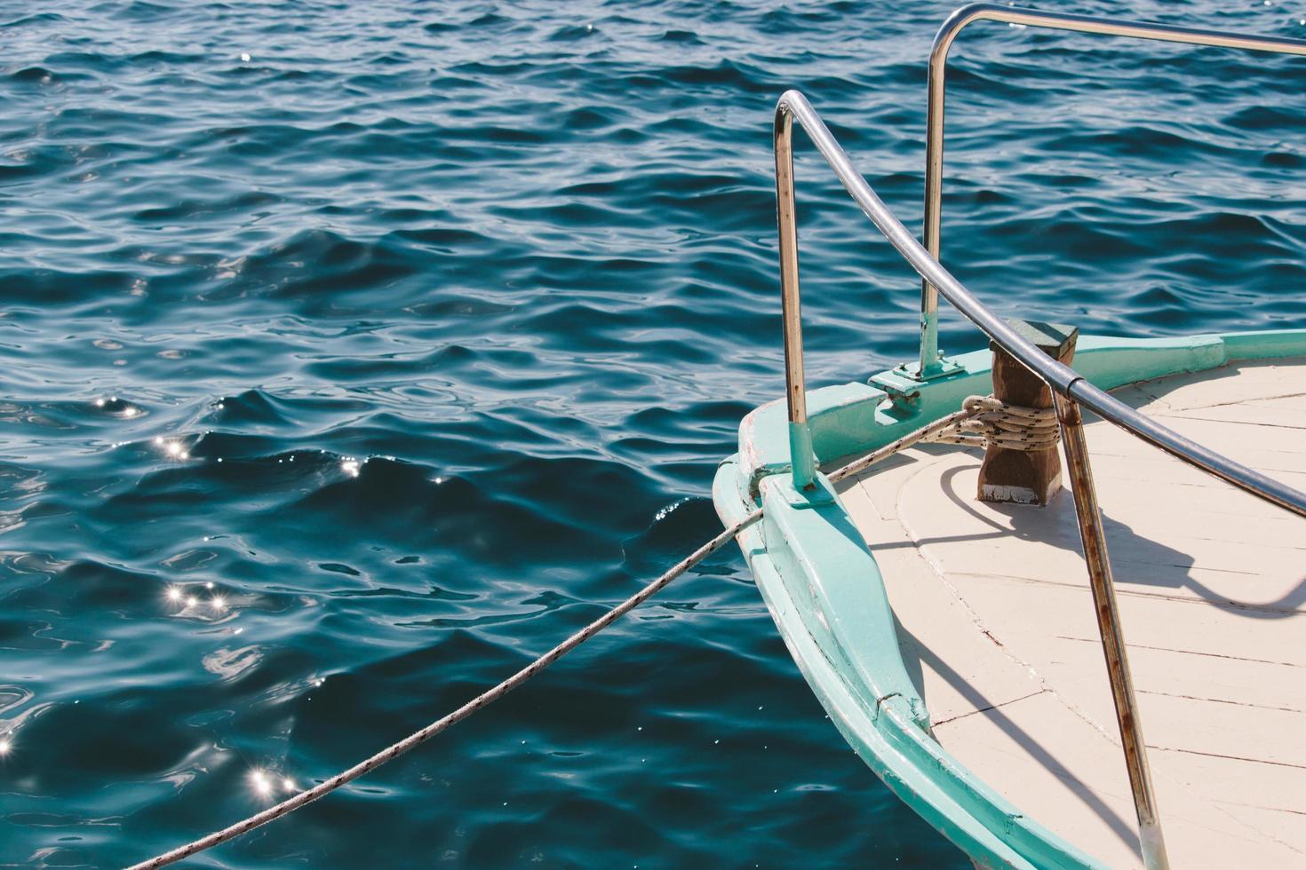 Segelboot auf dem Meer foto