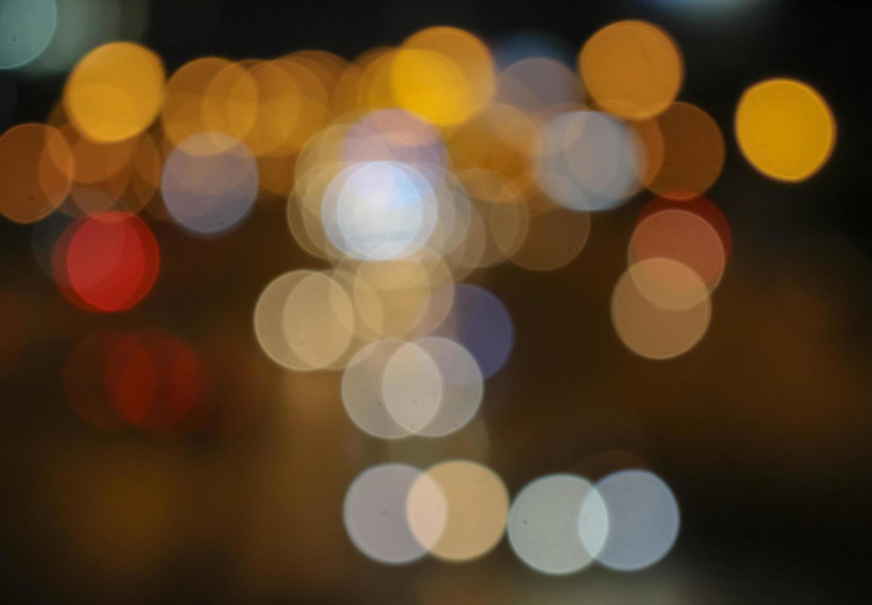 Bokeh Lichter auf dunklem Hintergrund foto