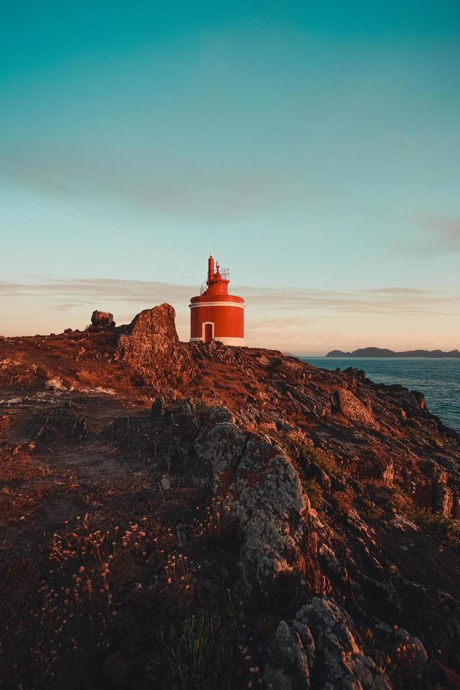 roter Leuchtturm in Spanien foto