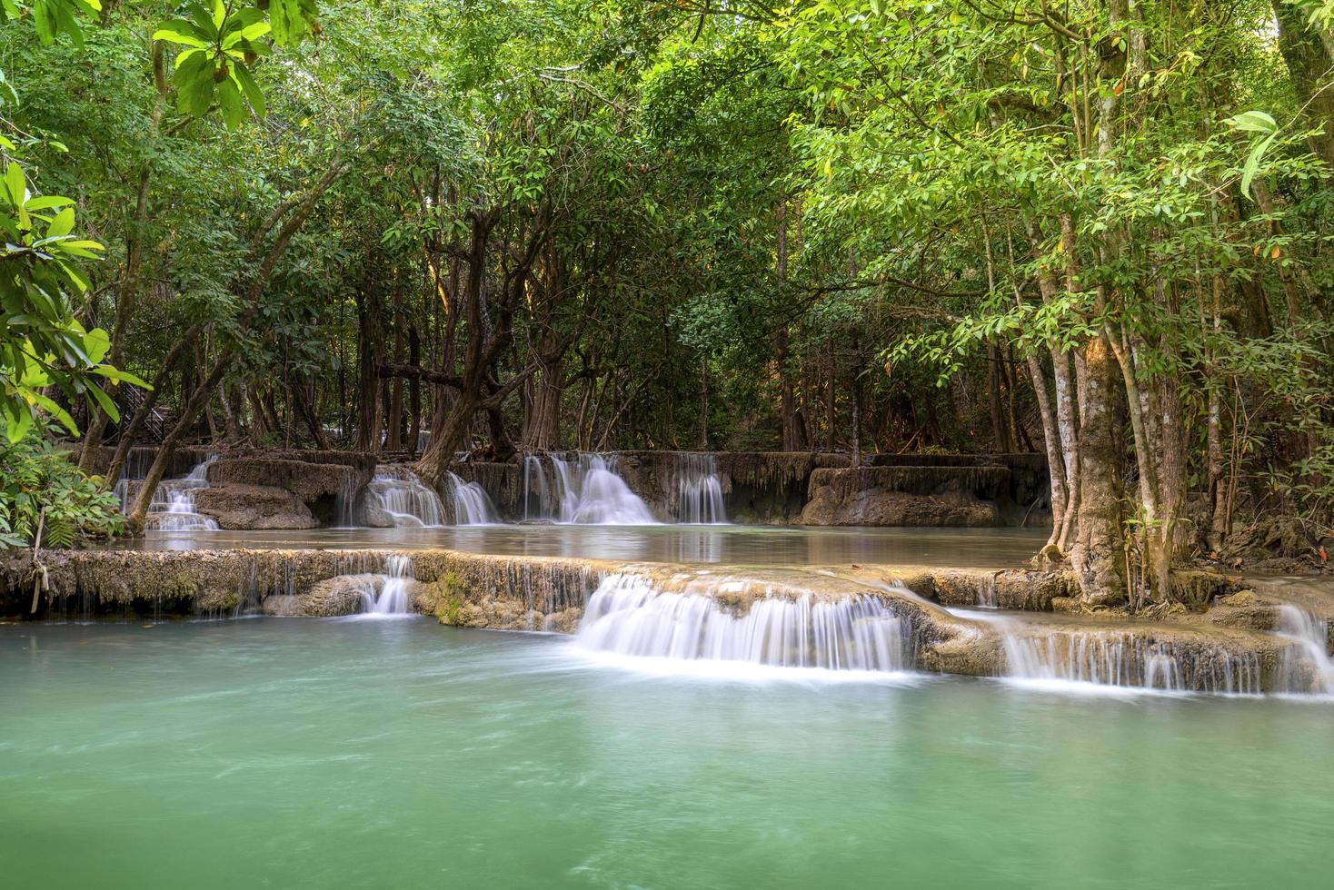 Wasserfall im Khuean Srinagarindra Nationalpark foto