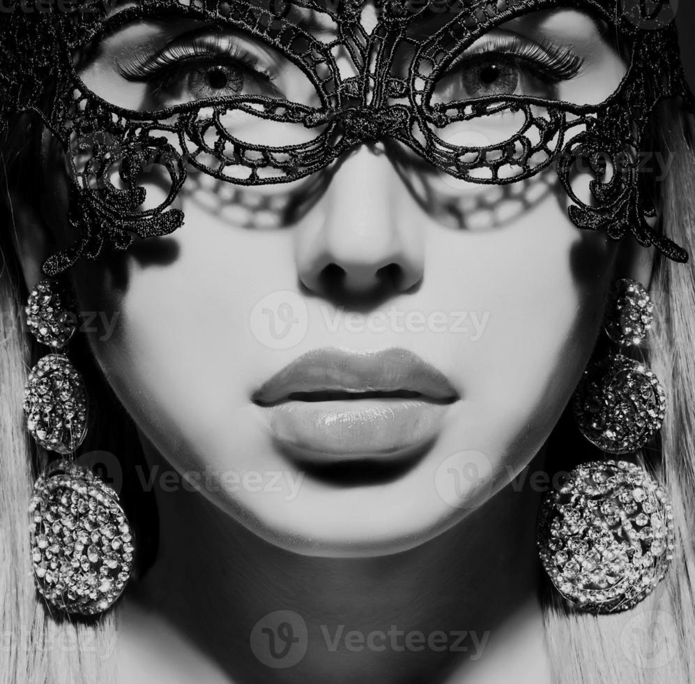 schöne Dame in Maske foto
