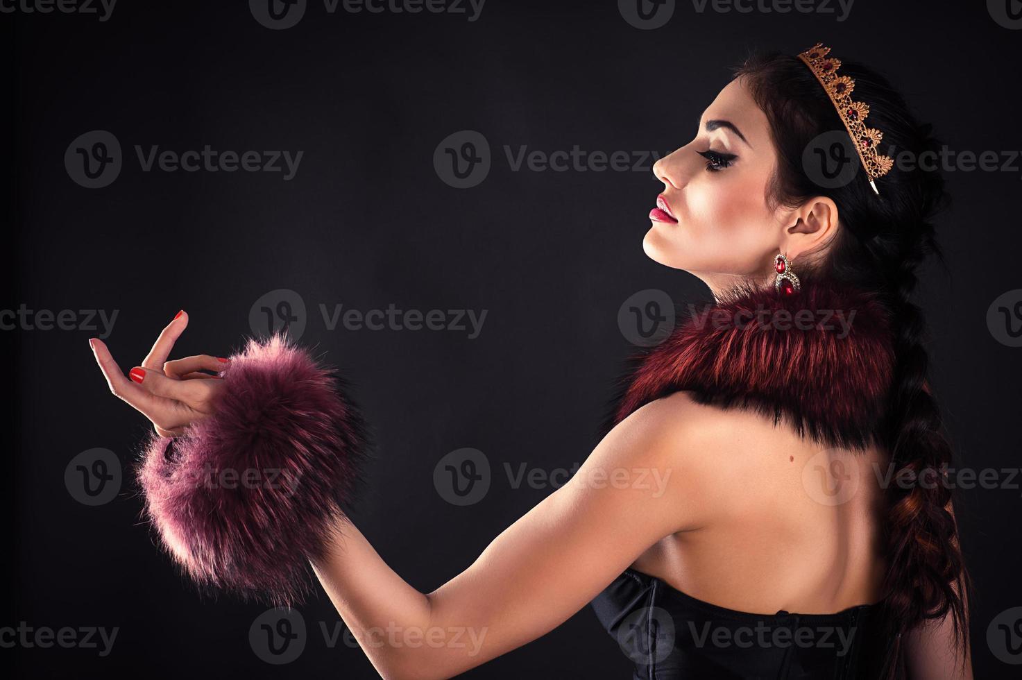 schöne luxuriöse Prinzessin im Diadem foto