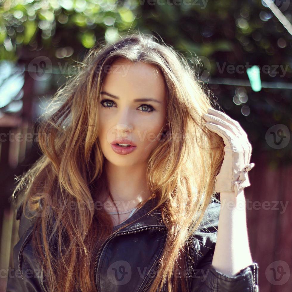 Schönheit mit großen Haaren foto