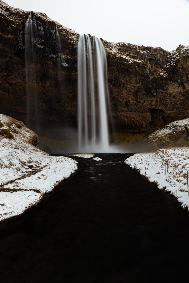 Zeitraffer eines Wasserfalls in Island foto
