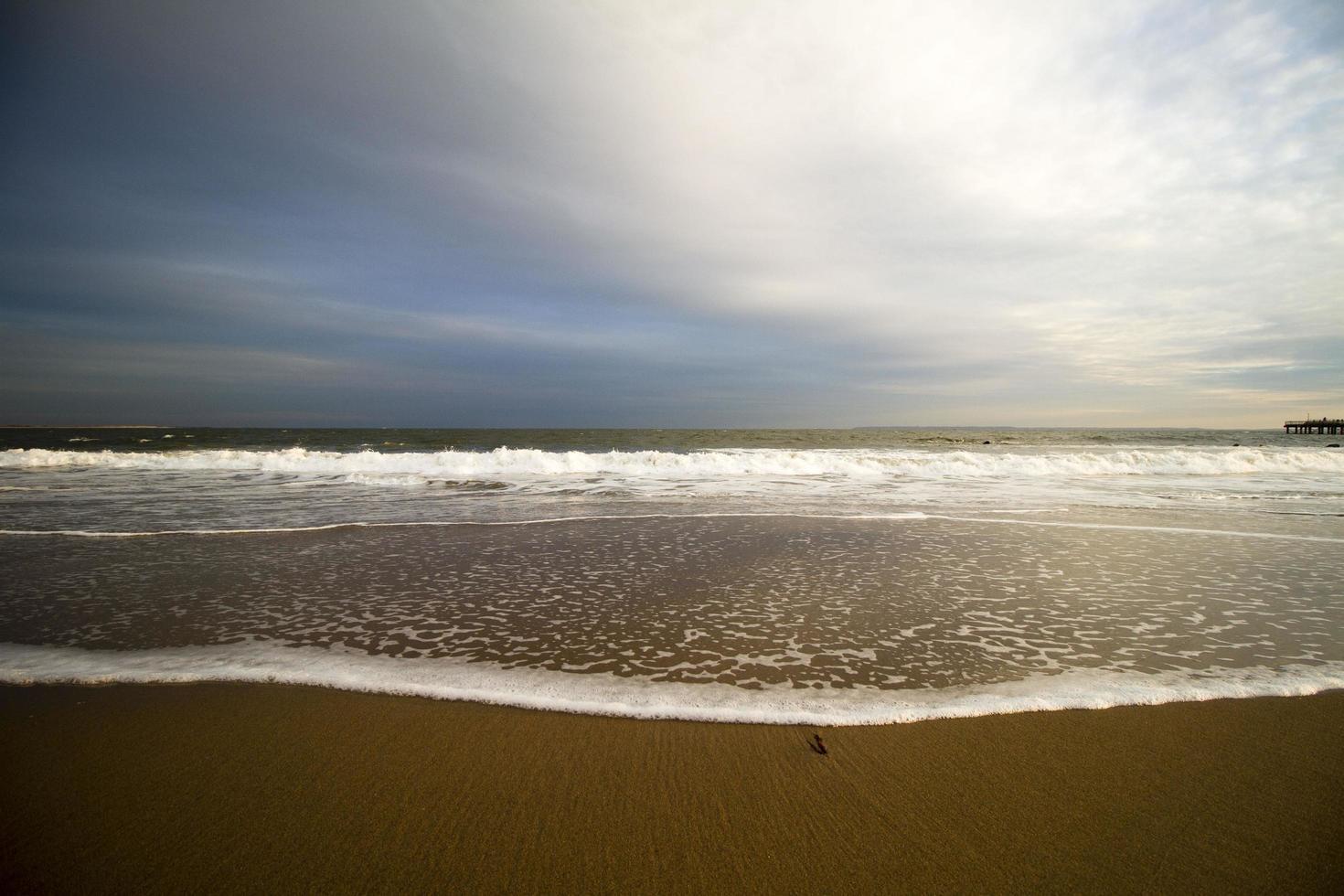 Blick auf einen Strand bei Sonnenuntergang foto