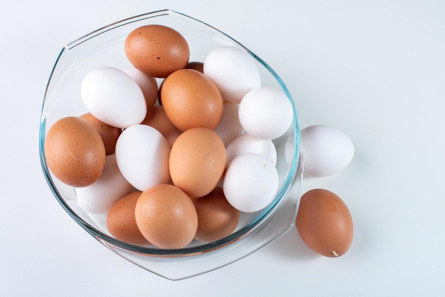 Schüssel Eier foto