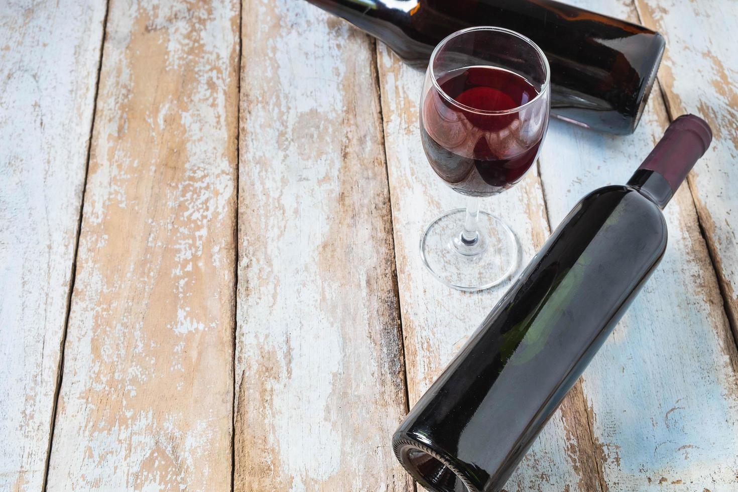 Weinglas und Weinflasche foto