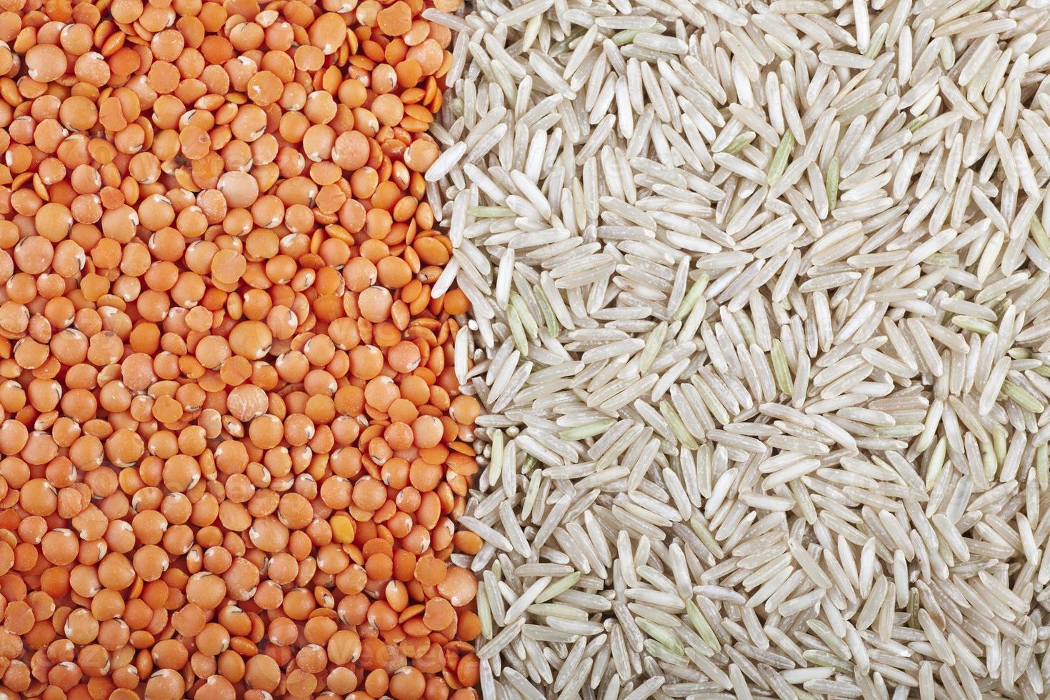 Linsen- und Reishintergrund foto