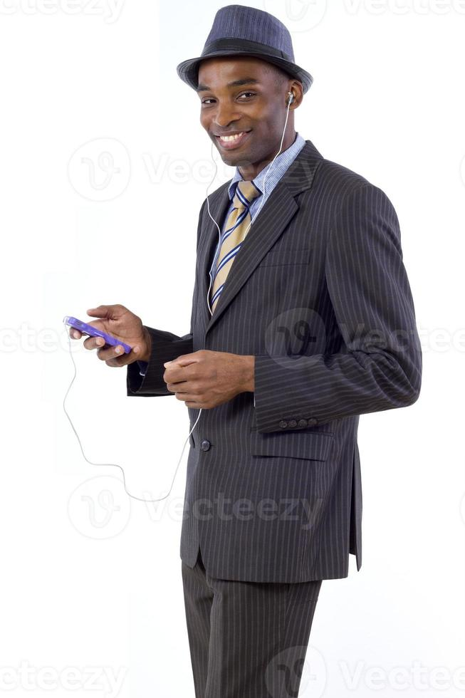Geschäftsmann hört Musik mit Kopfhörern foto