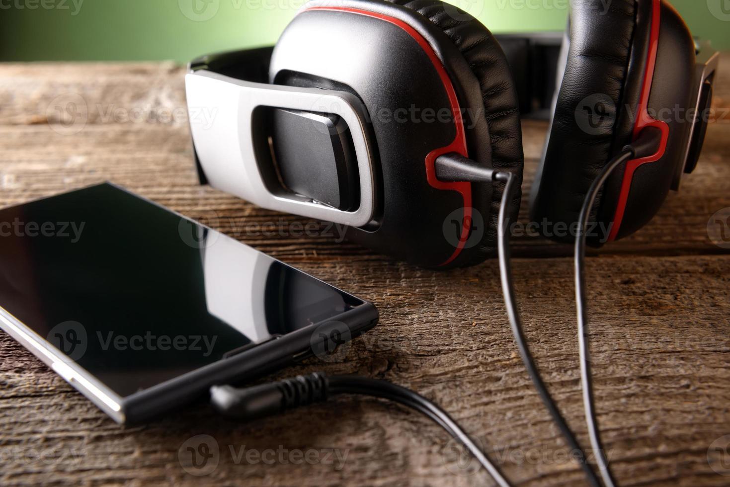 kleine Kopfhörer mit Handy foto